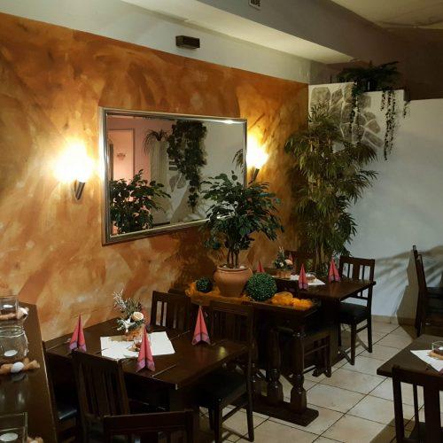 cropped-Restaurant14.jpg